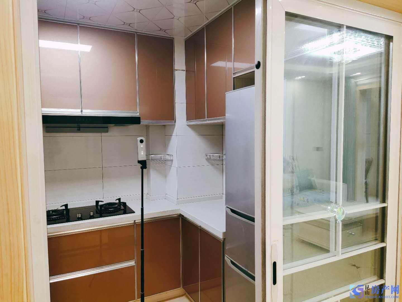 凯迪城 精装3房卫 拎包入住 看房随时 3300一月