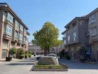 常熟第一神盘大联排别墅160——380平,有天有地有花园总价92万,好位置,现房