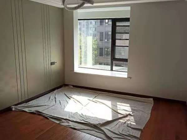 独家委托,江南理想新出稀缺洋房,阳台10米,房东硬装80万,从未入住,回台发展