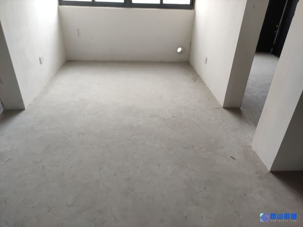 珠江新村,大平层,4房,485万,中间楼层,房东急售,看房随时联系