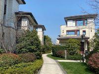 城西目前总价非常低的独栋别墅,私家花园围绕房子一圈。总价仅需615万。