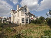 泰泓花园大独栋别墅,南北大花园占地2.5亩,北邻天然大河!