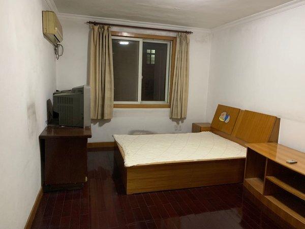 红峰新村6楼两房朝南,随时看房。