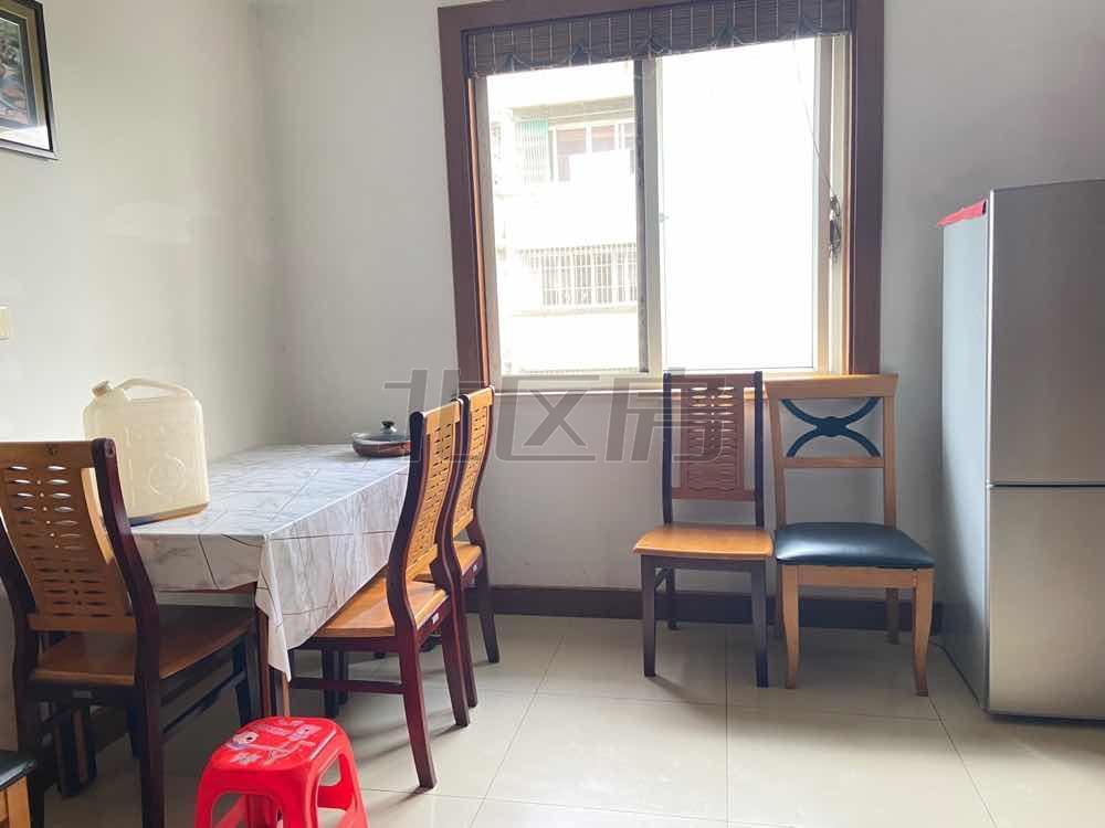 红峰二村 精装 大两房 家具齐全 拎包入住 急急1600