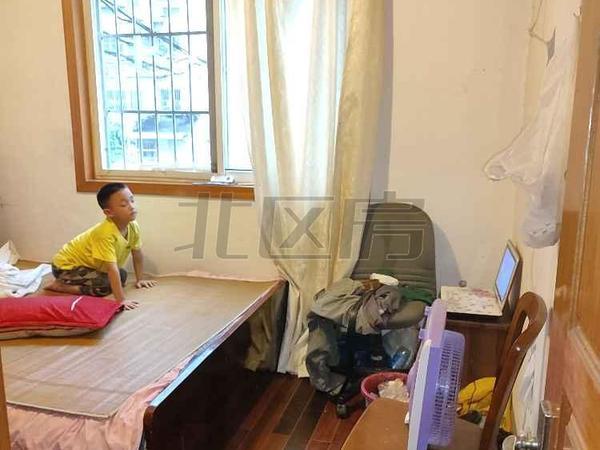 夹浦新村 带车库车位 满5年唯一 税费少 价格可以谈 4房 房东诚心卖