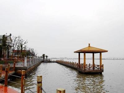 周庄假日半岛 南临湖独栋 实测花园260平,双车位,位置开阔