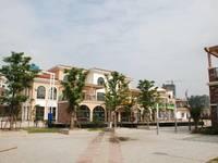 新华舍空中别墅,使用面积200平,清水毛坯大复式,5房2卫,看房方便